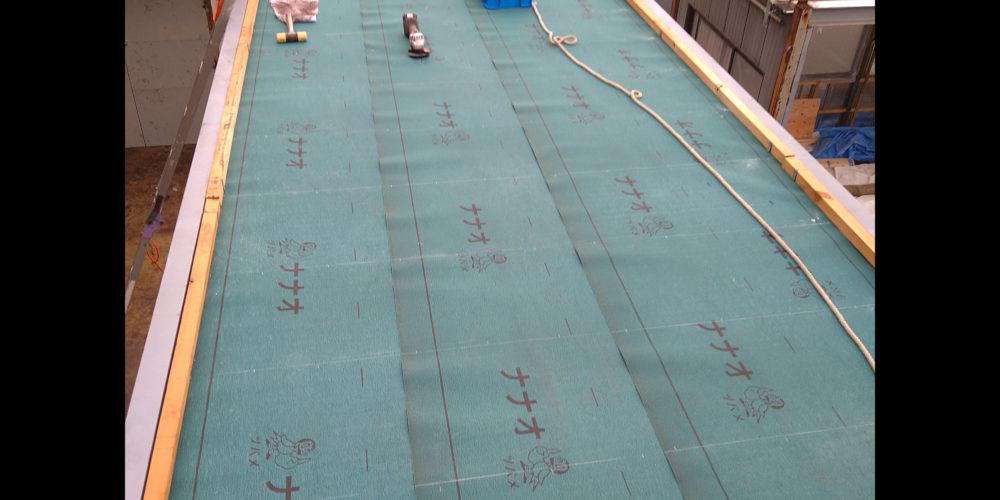 屋根、防水シート張り